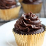 flourless chocolate cupcakes with chocolate cream cheese frosting | thekitchenpaper.com