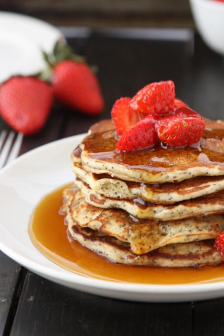 Lemon Poppyseed Pancakes | thekitchenpaper.com