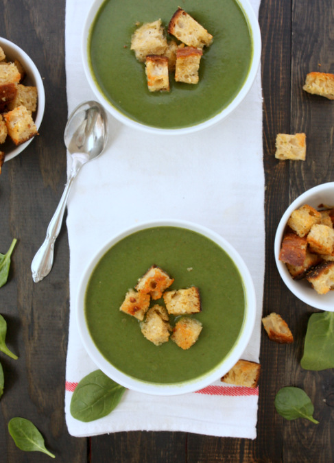Spinach Soup with Rosemary Garlic Croutons | thekitchenpaper.com