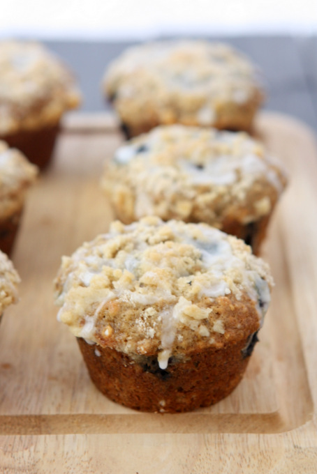 Oatmeal Flax Blueberry Muffins | thekitchenpaper.com