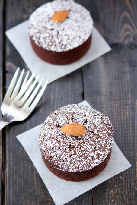 Chocolate Almond Flour Cakes for Two | thekitchenpaper.com