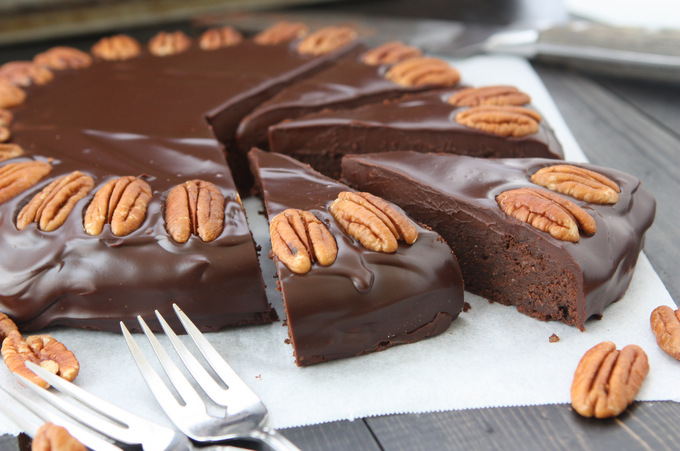 Chocolate Pecan Torte (Gluten-Free) | thekitchenpaper.com