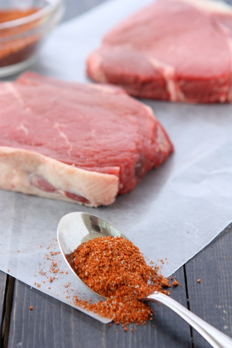 Spicy Brown Sugar Steak Rub | thekitchenpaper.com