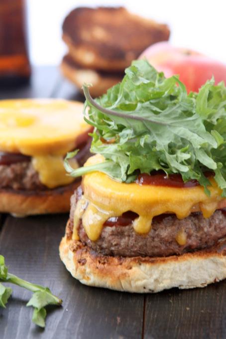 Cheddar Apple BBQ Burgers | thekitchenpaper.com