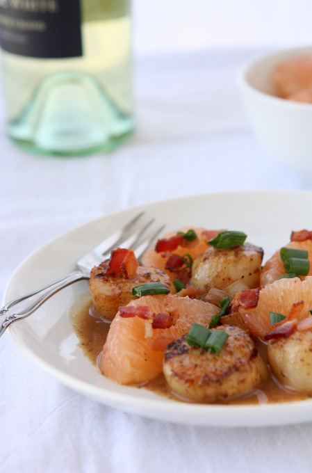 Grapefruit Bacon Scallops | thekitchenpaper.com