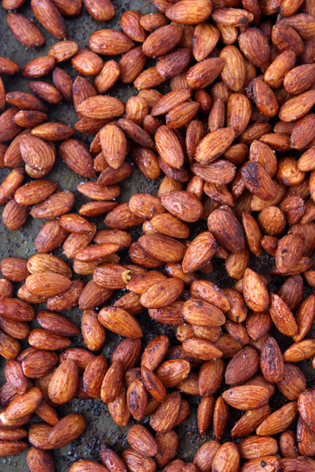 Brown Sugar Sriracha Almonds | thekitchenpaper.com