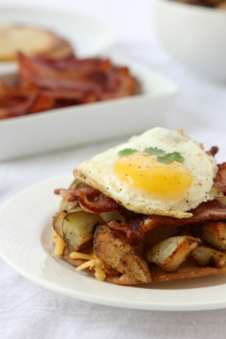 Breakfast Tostadas with Bacon, Potatoes, and Egg | thekitchenpaper.com