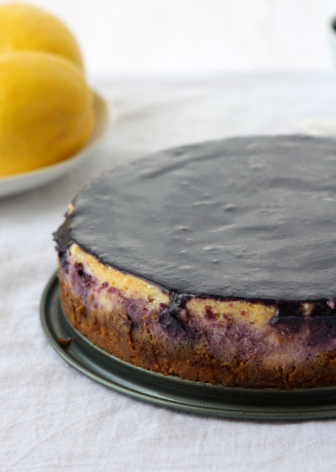 Lemon Blueberry Cheesecake with Blueberry Curd | thekitchenpaper.com