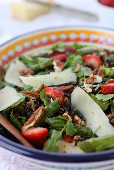 Spring Wild Rice Salad with Asparagus and Strawberries | thekitchenpaper.com