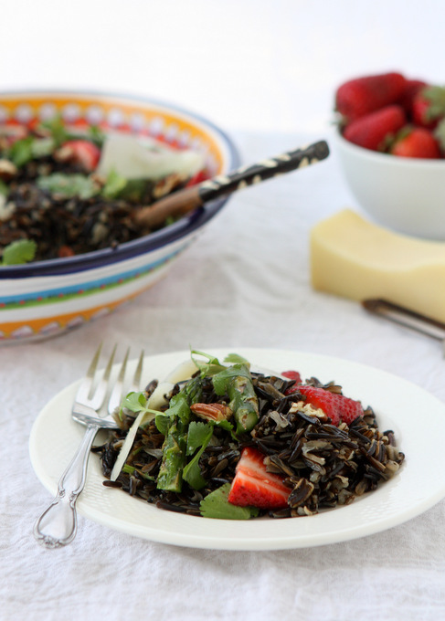 Spring Wild Rice Salad with Asparagus and Strawberries ...