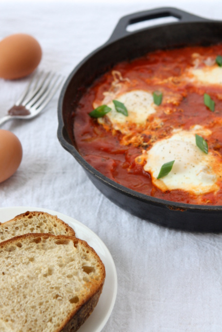 Eggs Poached in Tomato Sauce | thekitchenpaper.com