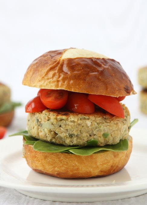 White Bean Quinoa Veggie Burgers | thekitchenpaper.com