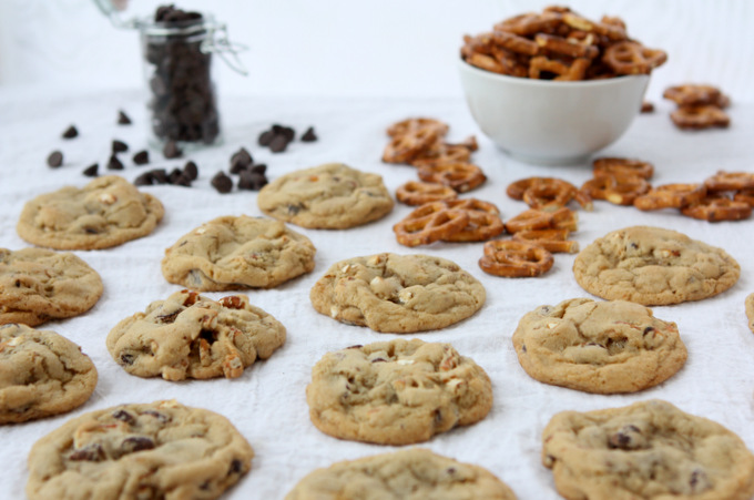 Chocolate Chip Pretzel Cookies | thekitchenpaper.com