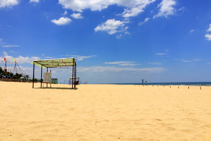 Vietnam: Dong Hoi Beach | thekitchenpaper.com