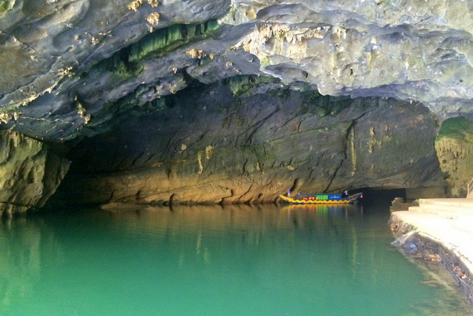Entrance to Phong Nha Cave | thekitchenpaper.com