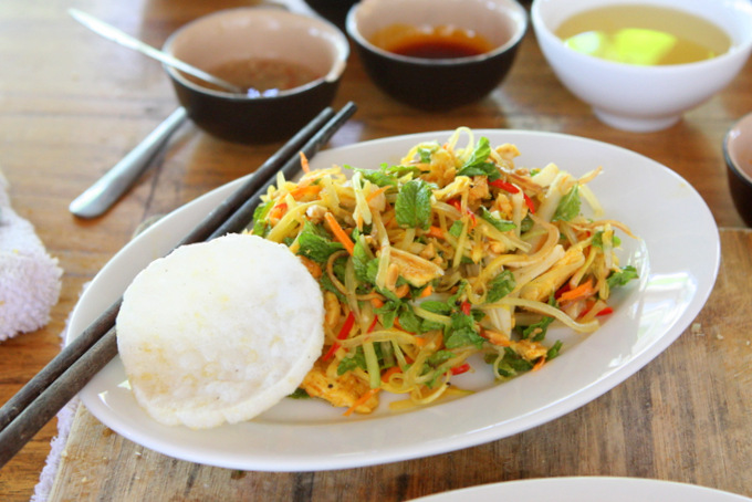 Gỏi Ngũ Sắc: Green Mango and Papaya Salad | thekitchenpaper.com