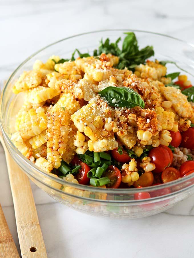 Elote Farro Tomato Salad {Mexican Street Corn Salad} | thekitchenpaper.com