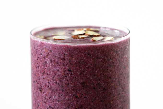 Blueberry Almond Smoothie | thekitchenpaper.com