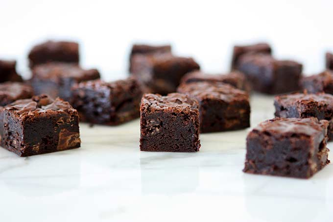 Dark Chocolate Chunk Brownies | thekitchenpaper.com