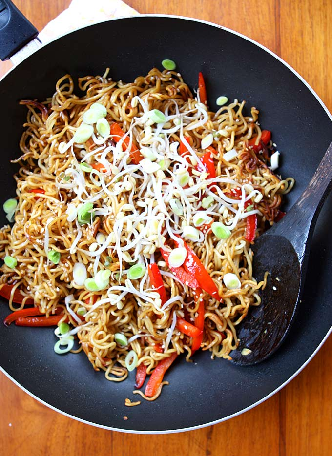 Garlic Sesame Crispy Pan Fried Noodles | thekitchenpaper.com