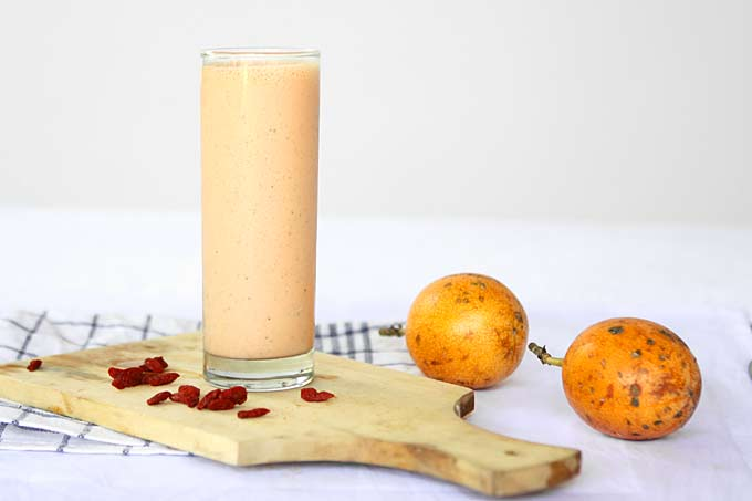 Goji Berry Passionfruit Smoothie | thekitchenpaper.com