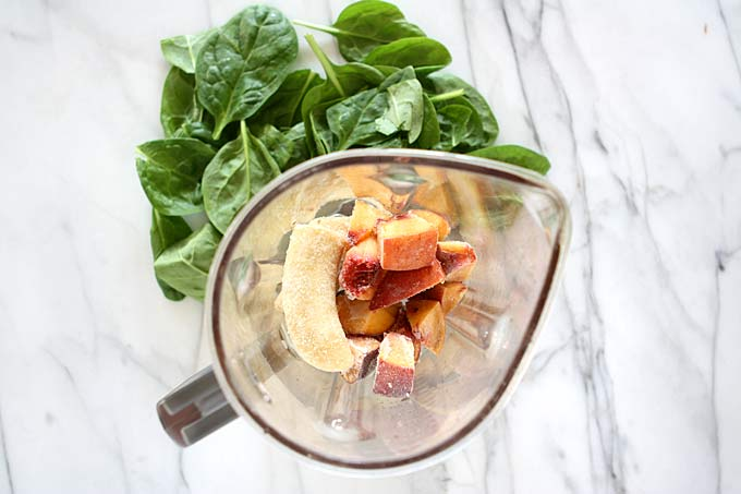 Peach Chia Green Smoothie | thekitchenpaper.com