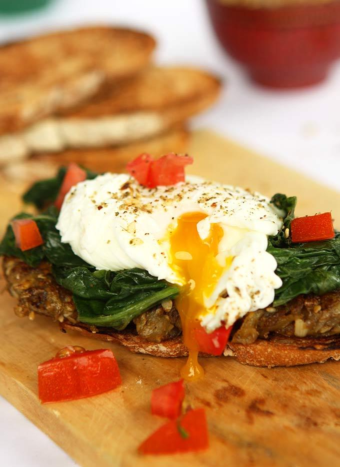 Dukkah Potato & Spinach Toast with Poached Eggs | thekitchenpaper.com