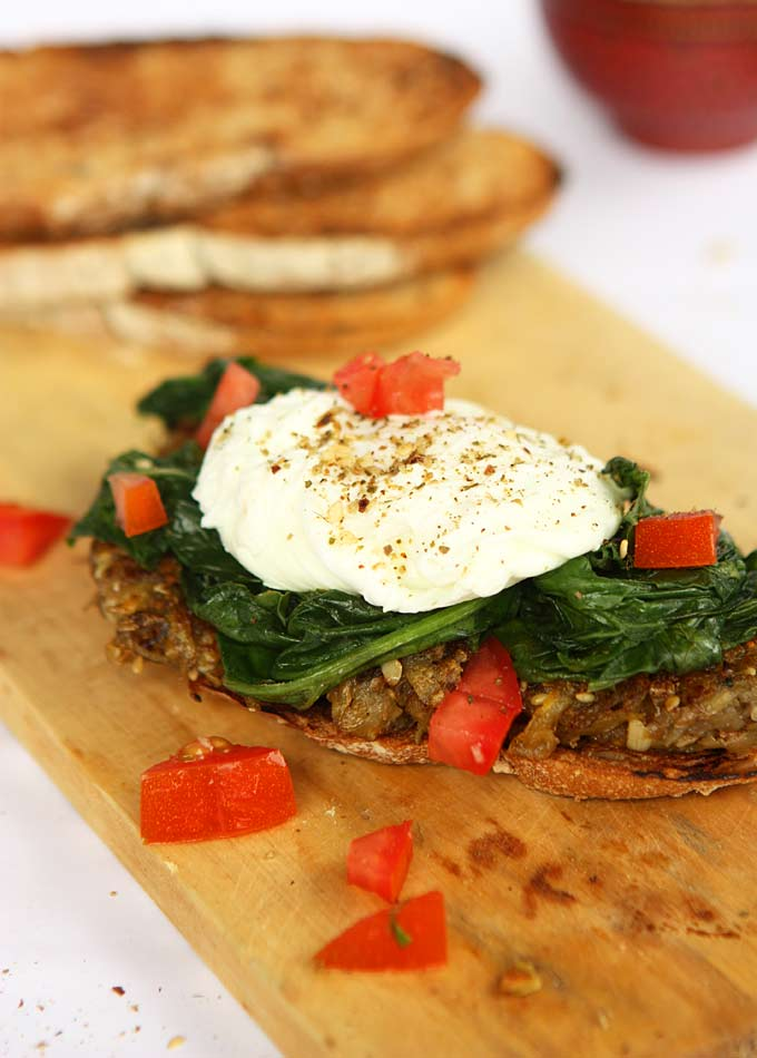 Dukkah Potato & Spinach Toast with Poached Eggs | thekitchenpaper.com