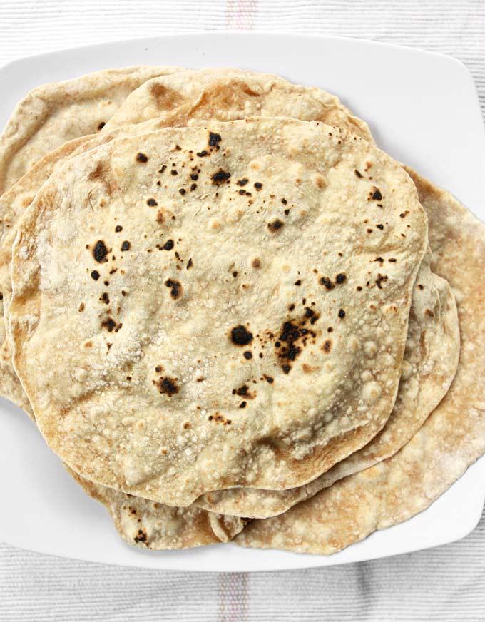 Spelt Phulka (Whole Wheat Indian Flat Bread) | thekitchenpaper.com
