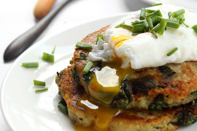 Garlic Spinach Potato Pancakes with Poached Eggs | thekitchenpaper.com