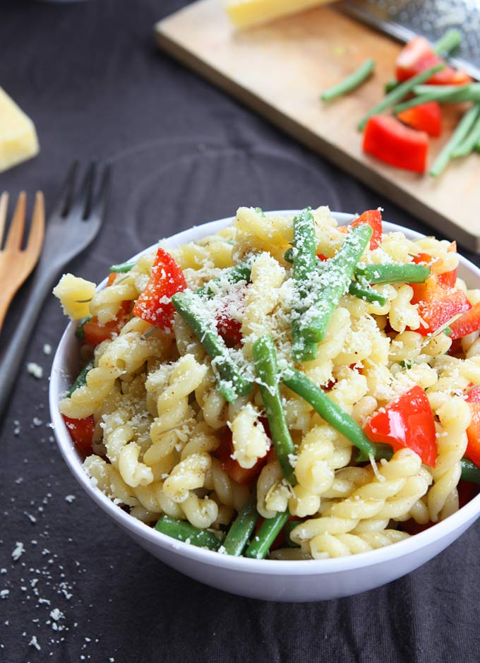 Rosemary Parmesan Vegetable Pasta | thekitchenpaper.com