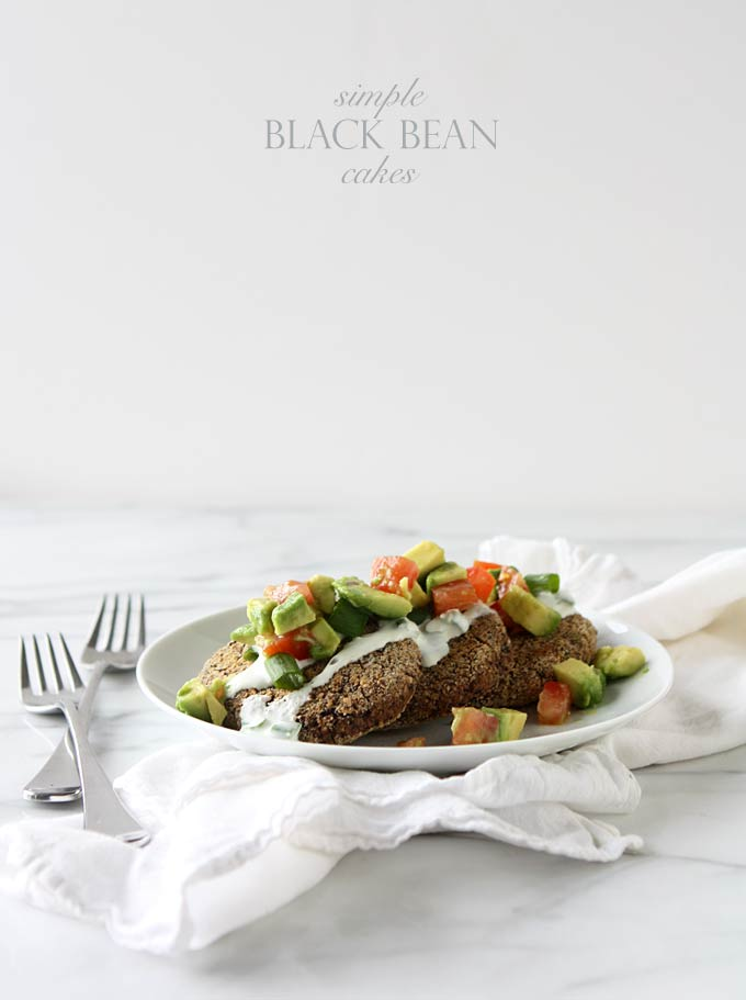 Simple Black Bean Cakes | thekitchenpaper.com