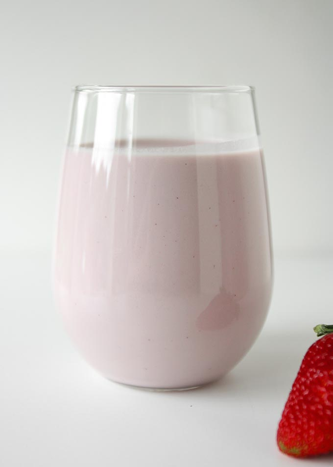 Strawberry Cashew Milk | thekitchenpaper.com