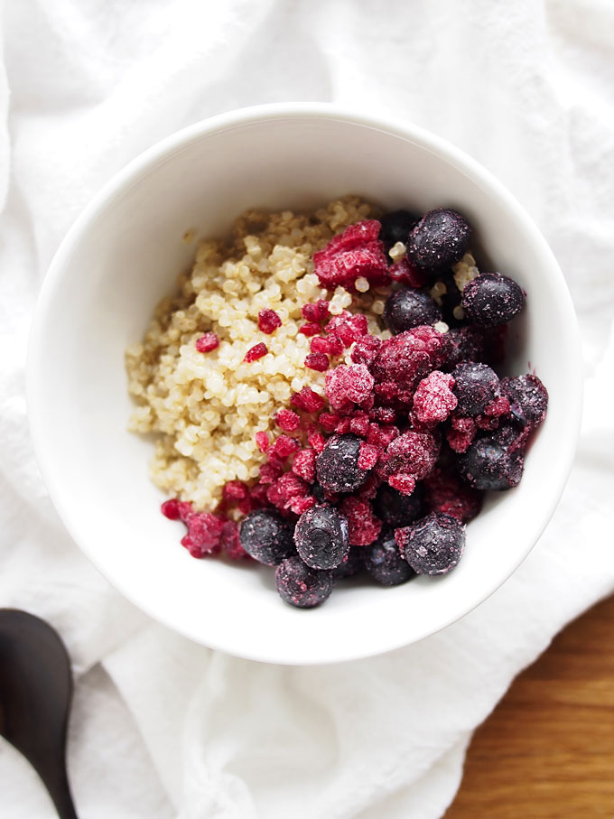 2-Minute Berry Breakfast Quinoa | thekitchenpaper.com