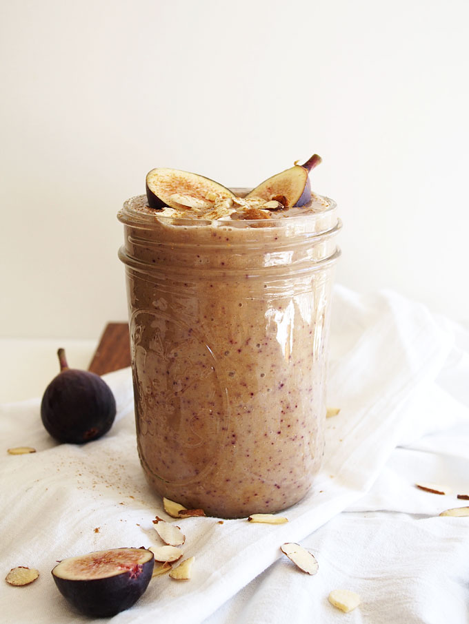 Honey Almond Fig Smoothie | thekitchenpaper.com