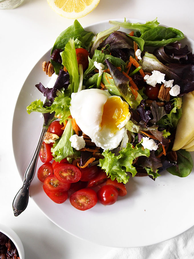 Simple Breakfast Salad with Poached Egg | the kitchen paper