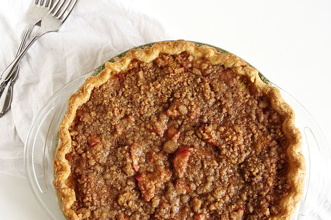 Rhubarb Sour Cream Crumble Pie