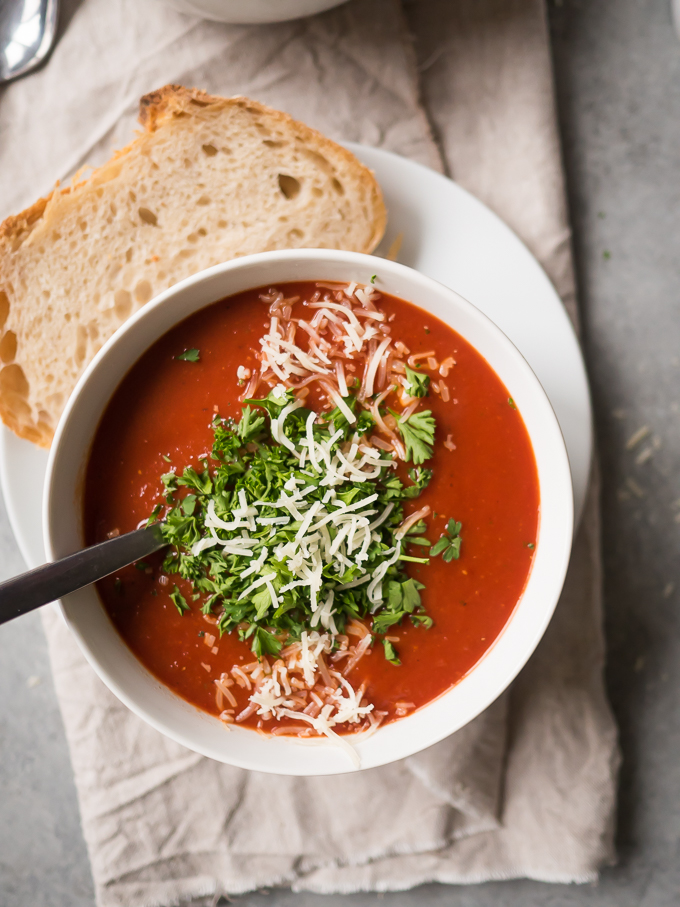 Roasted Chili Tomato Soup | thekitchenpaper.com