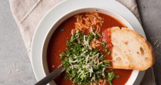 Roasted Chili Tomato Soup | thekitchenpaper.com