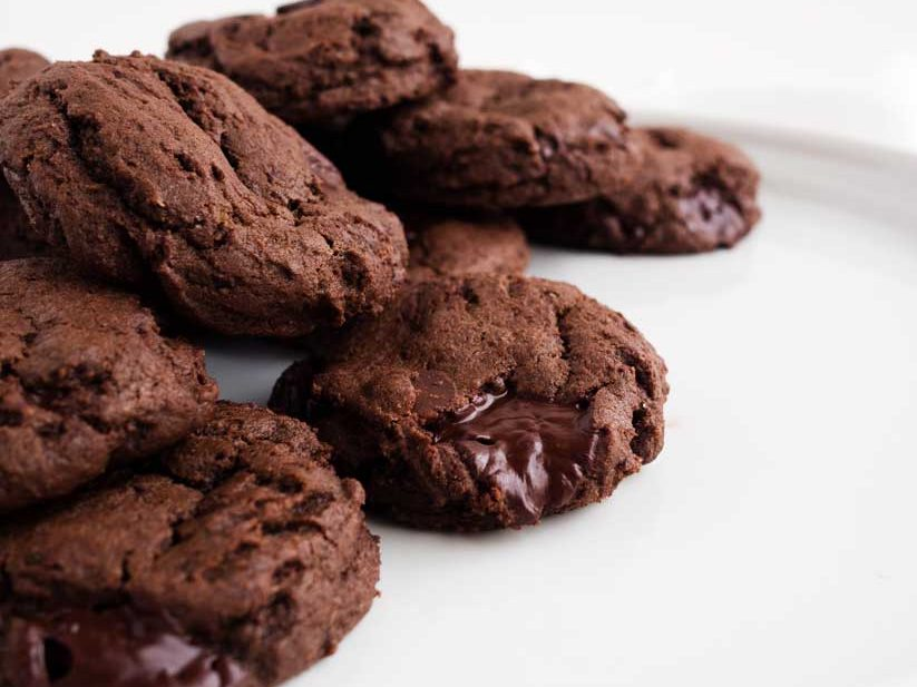 Double Dark Chocolate Chip Cookies | thekitchenpaper.com